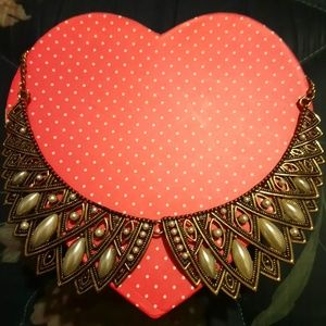A collar vintage inspired necklace
